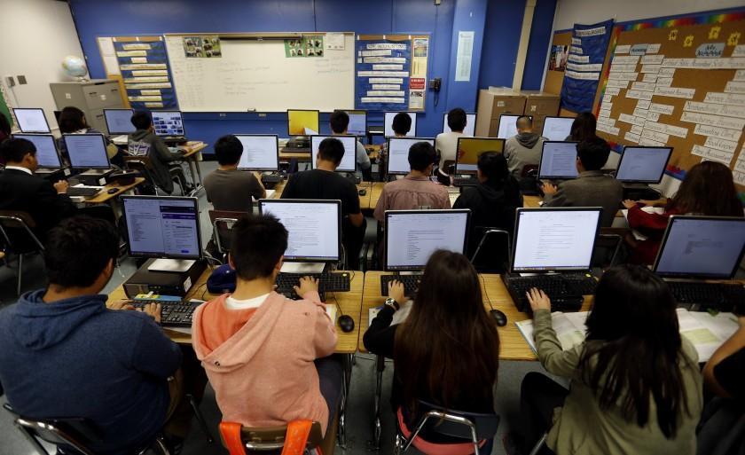 قدم اول کالیفرنیا برای دانش آموزان: بیشتر بخوابید و دیرتر به مدرسه بروید