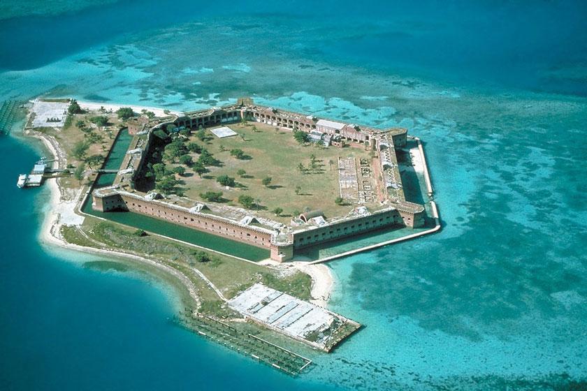 بهشت های گمشده: جزایری که به دست گردشگران تخریب شدند