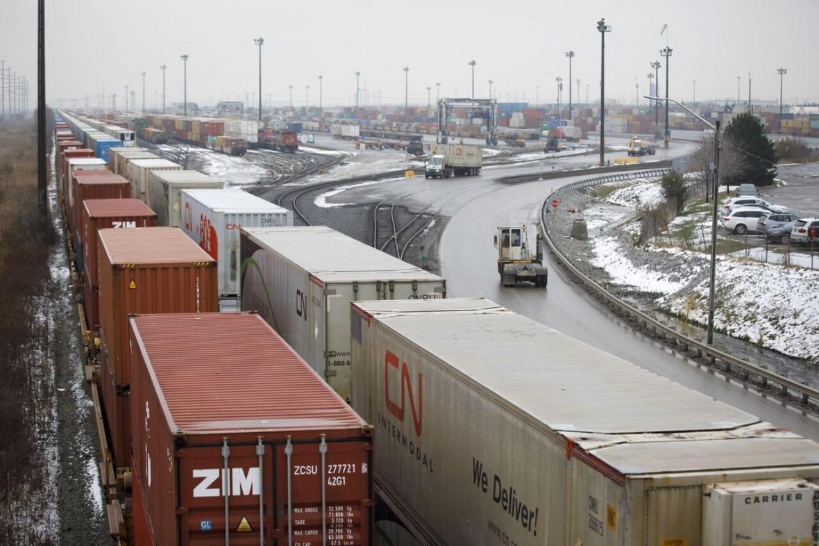 خبرنگاران اعتصاب راه آهن کانادا جابه جایی بار را مختل کرد