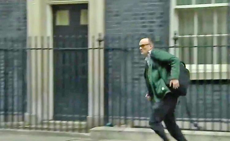 یک قربانی دیگر در دولت بریتانیا ، مشاور فراری نخست وزیر کرونامثبت شد