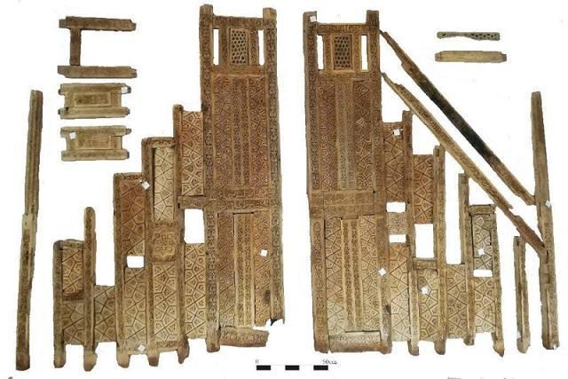 منبر مسجد جامع نقوسان، دومین اثر تاریخ دار چوبی ایران