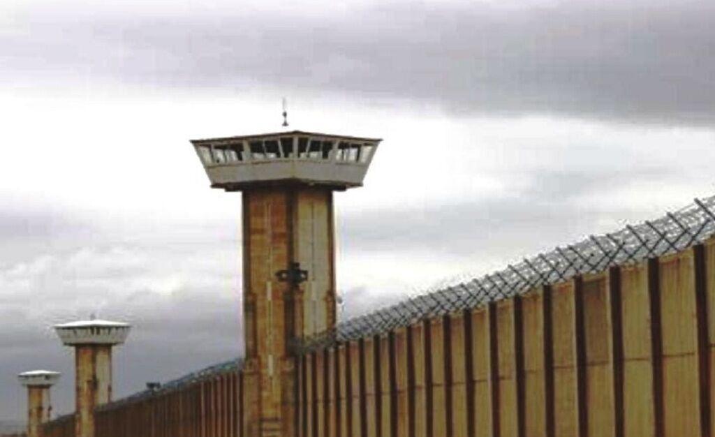 خبرنگاران اداره کل زندان های استان تهران، علت انتقال نسرین ستوده به زندان قرچک را بیان نمود