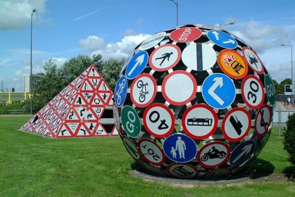 بازیافت هنرمندانه تابلو های ترافیکی