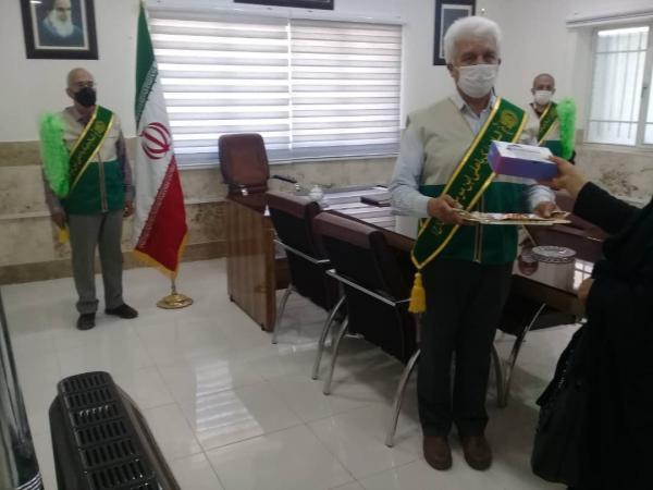 طرح نذر هشتم امام رضا(ع) با اهدا 8 دستگاه تبلت به فرزند زندانیان اصفهانی